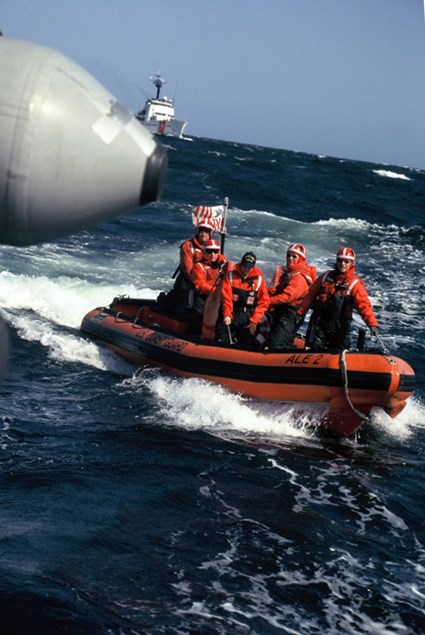 US Coast Guard dolazi u kontrolu.